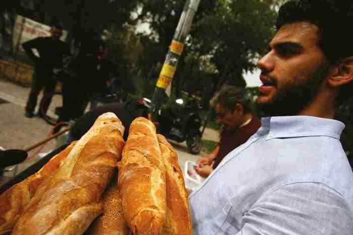Ο άνεργος Ελληνας που κάθε μήνα ταΐζει 3.000 πληγέντες της κρίσης από το υστέρημά του