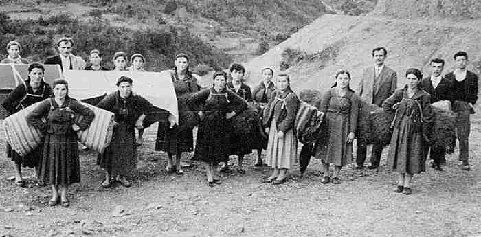 Γυναίκες ηρωίδες: Αφιέρωμα σε αυτές που κράτησαν όρθια την Ελλάδα τα δύσκολα χρόνια