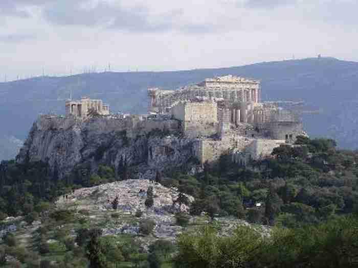 Περίπατος στη Διονυσίου Αρεοπαγίτου: Όλα όσα δεν γνώριζες για την πιο όμορφη βόλτα του... κόσμου!