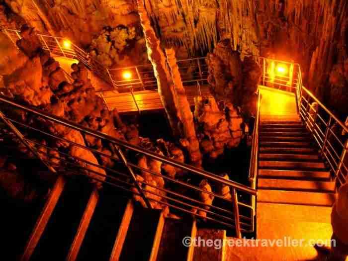 Ένα από τα πιο εντυπωσιακά σπήλαια της Ελλάδας και δεύτερο στο είδος του στην Ευρώπη βρίσκεται κρυμμένο στο νότιο άκρο της Πελοποννήσου