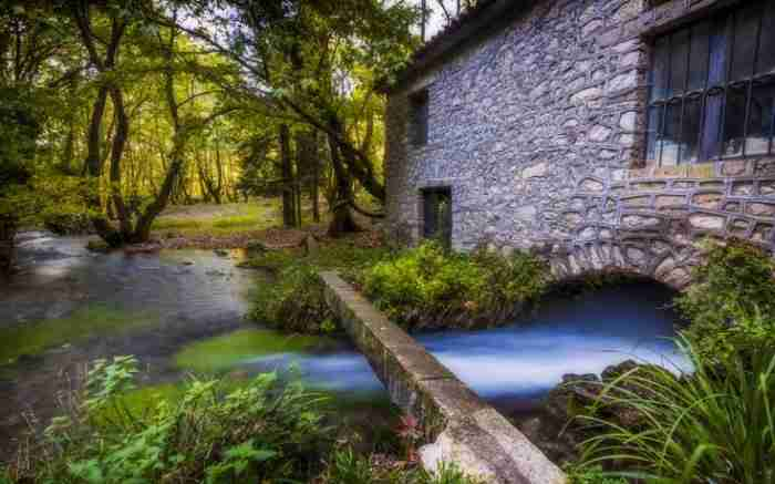 Το χωριό με το πιο παράξενο όνομα στην Ελλάδα! Εκεί βρίσκεται το ωραιότερο πλατανόδασος της χώρας!
