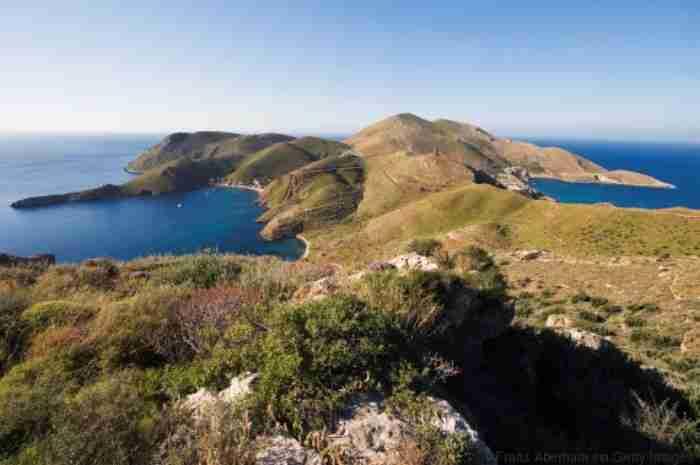 Λακωνική Μάνη: Μια γη φτιαγμένη από πέτρα, φως και ιστορίες με κουρσάρους