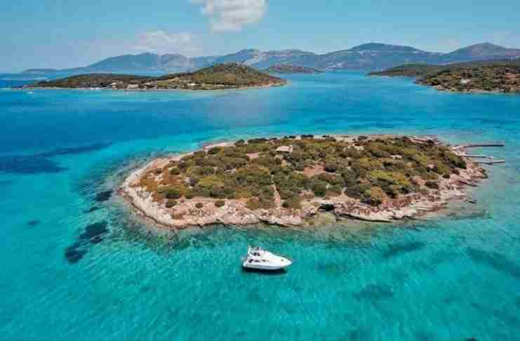 Η Καραϊβική της Ελλάδας από ψηλά: Απέραντος τιρκουάζ παράδεισος μόλις 2 ώρες από την Αθήνα