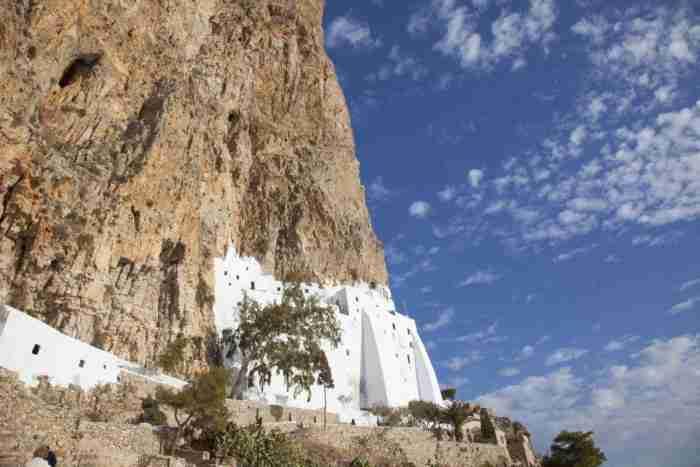 Το μοναστήρι της Παναγιάς της Χοζοβιώτισσας. Μνημείο σε... απέραντο γαλάζιο