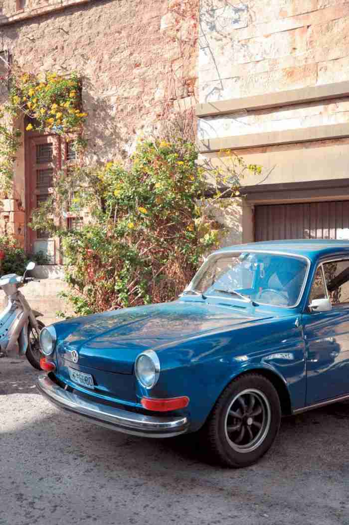 """Το """"Μικρό Παρίσι"""" της Αθήνας: Η κουκλίστικη γειτονιά που λατρεύουν οι καλλιτέχνες και αποθεώνουν τα ξένα περιοδικά"""