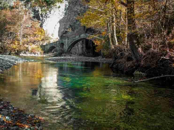 Θαύματα ανθρώπου και φύσης: Το φαράγγι της Πορτίτσας και το πέτρινο γιοφύρι που στέκει από το 1743