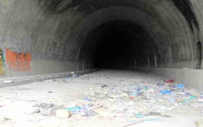 """""""Δύο τρύπες στο νερό"""".. Οι «δίδυμες σήραγγες» του Σκαραμαγκά που κόστισαν 22 εκατ. ευρώ και δεν χρησιμοποιήθηκαν ποτέ"""