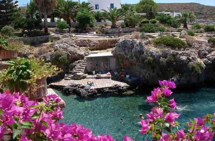 Το κουκλίστικο νησί του μυστηρίου και του έρωτα. Γέννησε την θεά Αφροδίτη και σε αυτό βρήκαν καταφύγιο ο Πάρις και η Ελένη