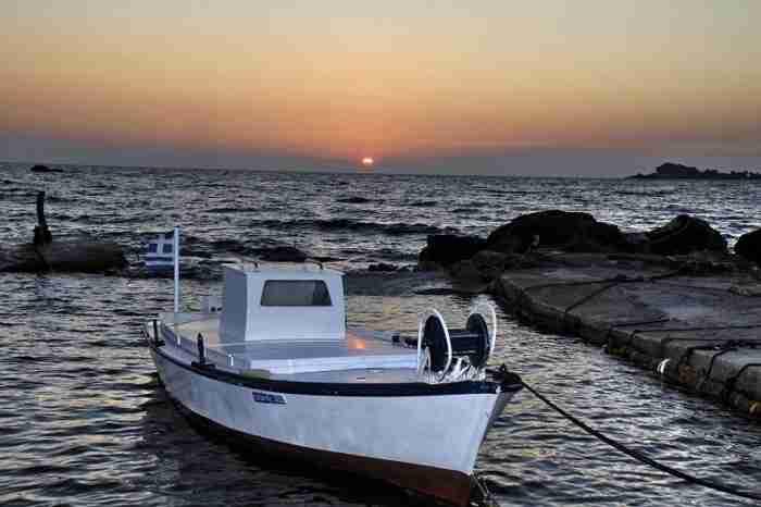 Τα άγνωστα ελληνικά νησιά που ο ήλιος βασιλεύει πάντα αργότερα. Ανέγγιχτοι παράδεισοι με κρυστάλλινα νερά και ατελείωτες αμμουδιές