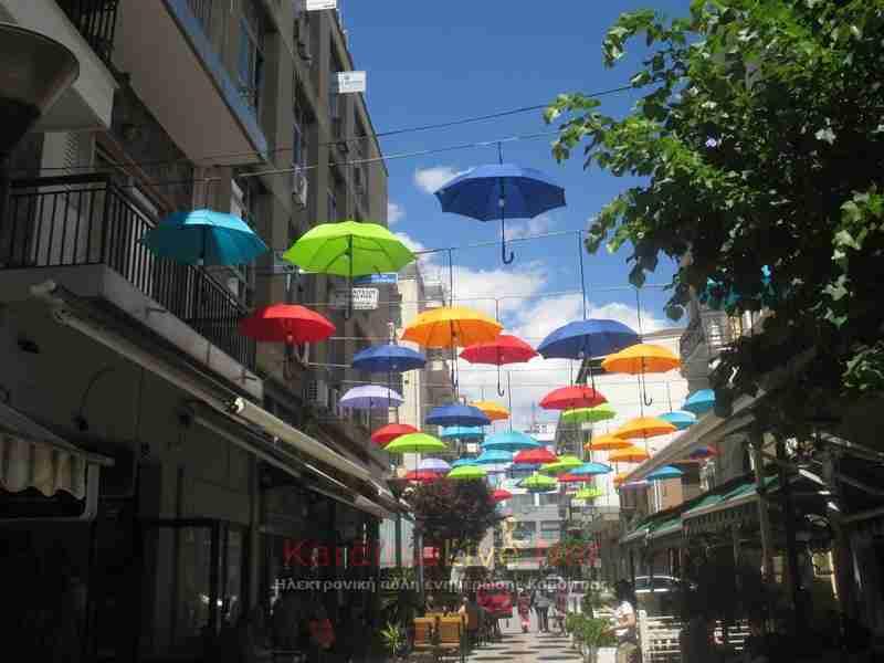 Μαγικές εικόνες.. Οι πολύχρωμες ομπρέλες στον ουρανό της Καρδίτσας!