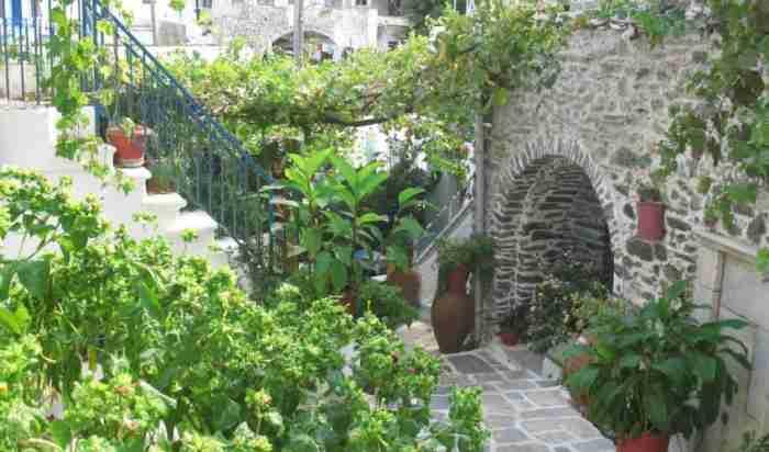 Το ελληνικό χωριό που το National Geographic χαρακτηρίζει ένα από τα ωραιότερα των Κυκλάδων και θυμίζει.. Πήλιο!