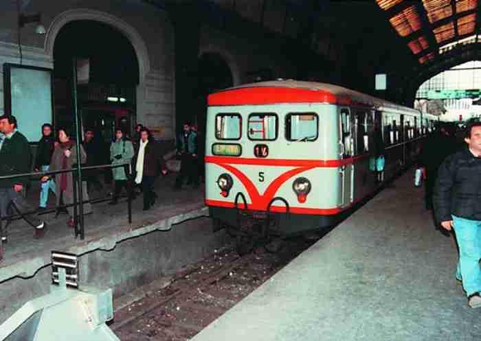 Σπάνιες παλιές φωτογραφίες από τον ηλεκτρικό της Αθήνας...