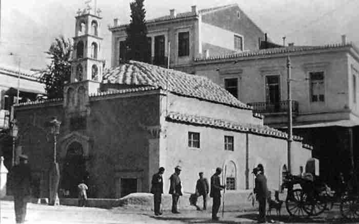 """Η άγνωστη ιστορία που κρύβει το μοναστήρι που """"βάφτισε"""" μια από τις ωραιότερες περιοχές της Αθήνας. Το Μοναστηράκι!"""
