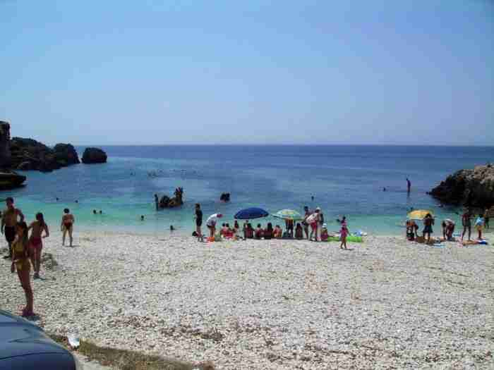Ψυγείο! Η πιο κρύα παραλία της Ελλάδας που το νερό της δεν ζεσταίνει ποτέ...