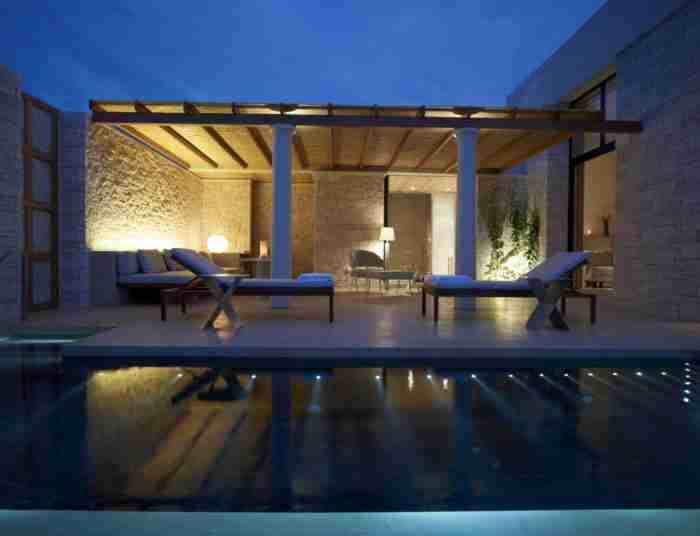 Το πιο πολυτελές ξενοδοχείο της Ελλάδας και το ακριβότερο της Ευρώπης δεν βρίσκεται ούτε στη Μύκονο, ούτε στη Σαντορίνη