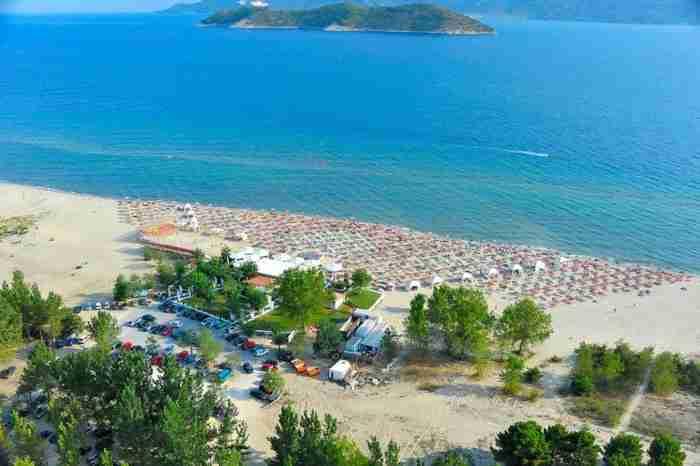 Το ωραιότερο ψαροχώρι της Ελλάδας βρίσκεται σε μια χερσόνησο που μπαίνει ένα χιλιόμετρο μέσα στη θάλασσα