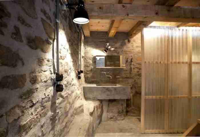 Ο Έλληνας αρχιτέκτονας που δίνει νέα ζωή σε παλιά αγροτικά και κτηνοτροφικά κτίσματα
