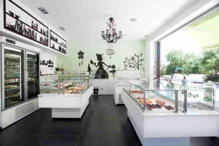Το μοναδικό ζαχαροπλαστείο της Αθήνας που φτιάχνει όλα του τα γλυκά χωρίς ίχνος ζάχαρης