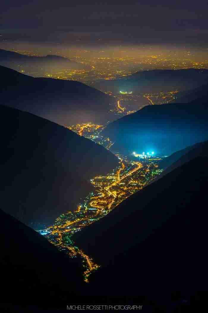 """Η """"κοιλάδα των φώτων"""" με την παραμυθένια ομορφιά και την σκοτεινή ιστορία"""