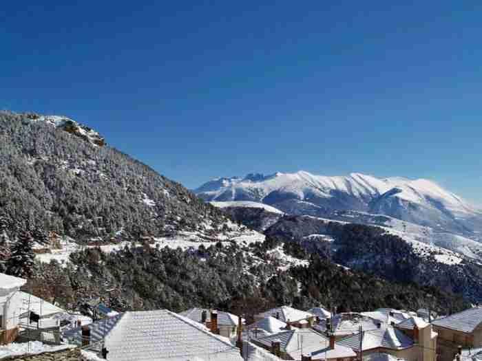 Το κουκλίστικο ελληνικό χωριό που είναι χτισμένο πάνω από τα.. σύννεφα