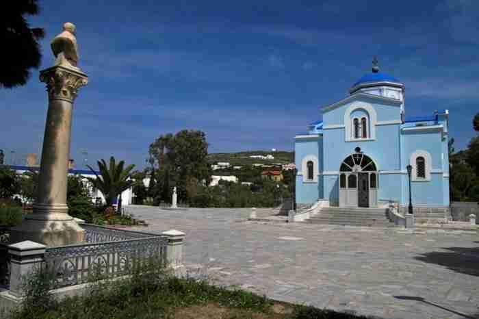 Το ελληνικό χωριό με τις τεράστιες επαύλεις που θυμίζει Κηφισιά