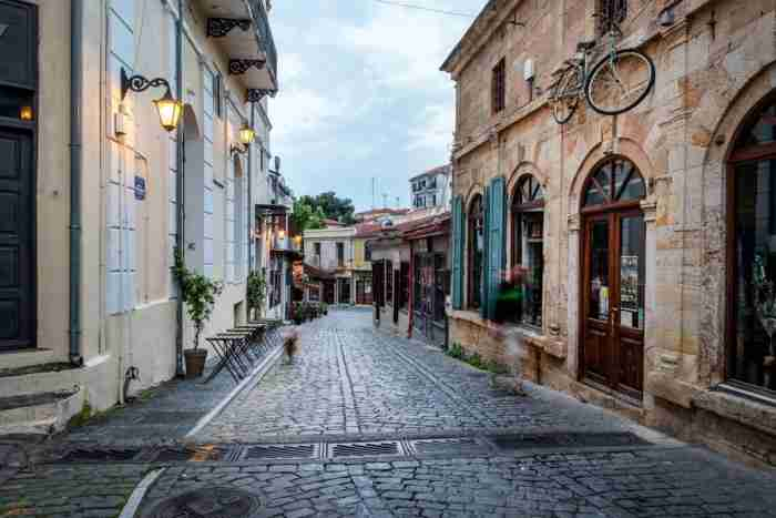 Μαγική και ονειρεμένη.. Η πιο πολύχρωμη ελληνική πόλη μοιάζει βγαλμένη από τα ωραιότερα παραμύθια