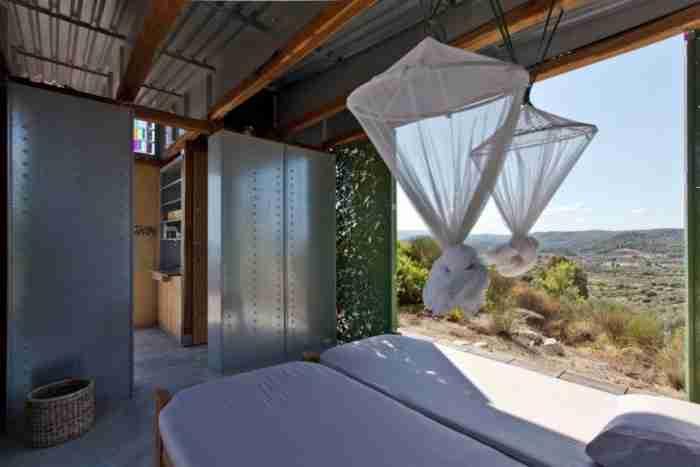 Το σπίτι της ελιάς που βραβεύτηκε ως η καλύτερη δημιουργία Έλληνα νέου αρχιτέκτονα
