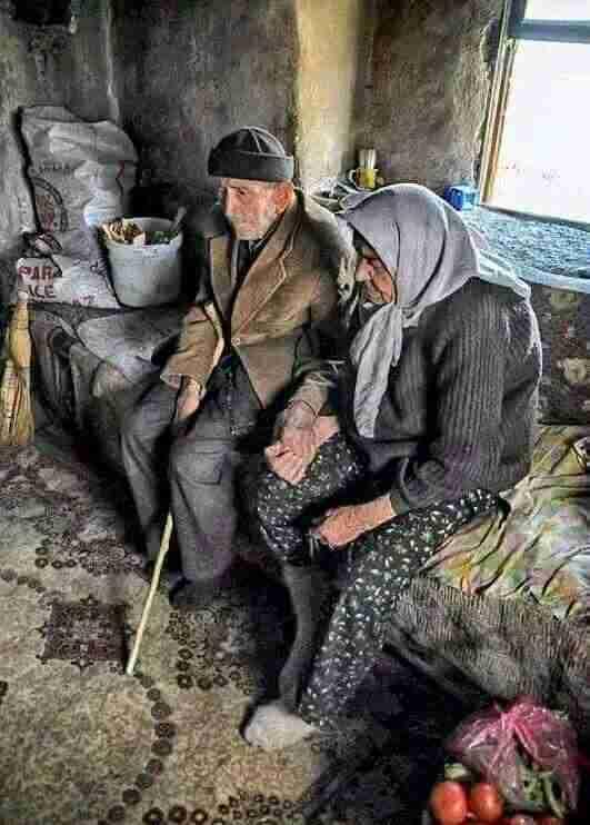 33 συγκινητικές φωτογραφίες ανθρώπων που έμειναν πίσω στο χωριό