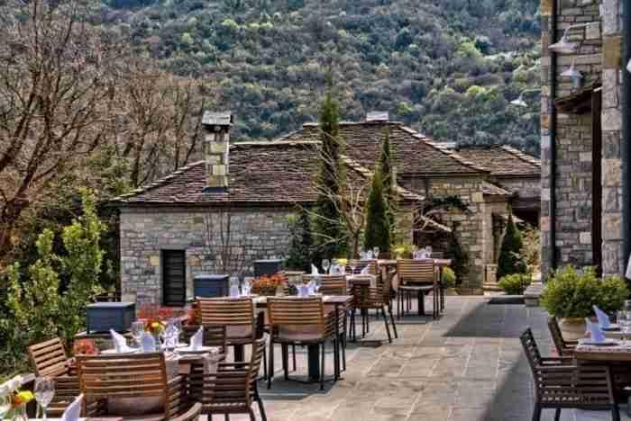 Το ελληνικό πέτρινο ξενοδοχείο που διεκδικεί την κορυφή του κόσμου