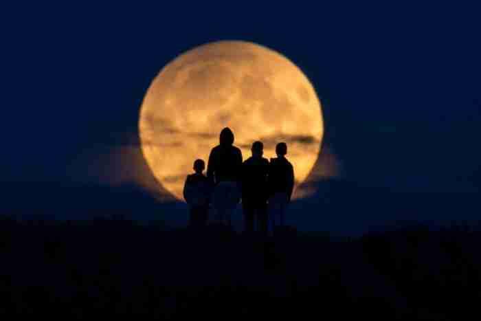 Harvest Moon: Σήμερα το πιο όμορφο φεγγάρι της φθινοπωρινής ισημερίας