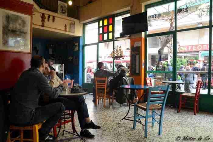 10 υπέροχα παραδοσιακά καφενεία της Αθήνας που σε ταξιδεύουν στον χρόνο