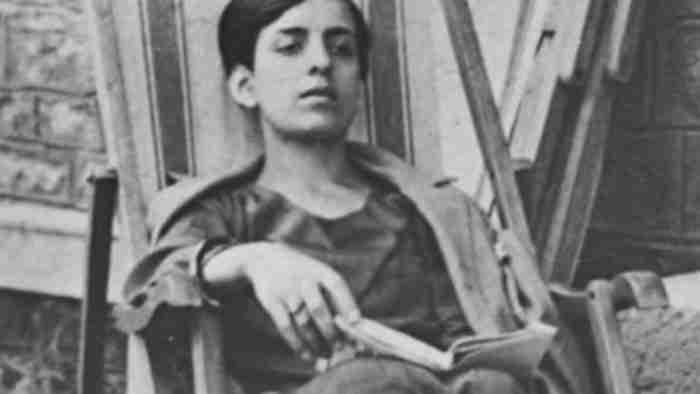 """Μαρία Πολυδούρη: """"Μόνο γιατί μ' αγάπησες"""". Το τρυφερό ποίημα που ερμήνευσε υπέροχα η Αρβανιτάκη"""