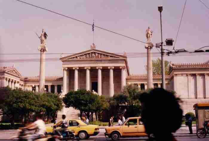 40 νοσταλγικές φωτογραφίες της Αθήνας που δείχνουν τον ρομαντισμό του 1900 στην τρέλα του 2017