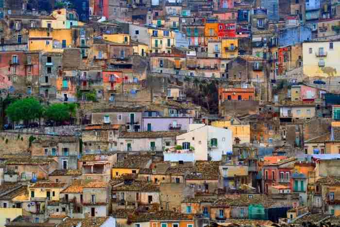 Στη Σικελία πωλούνται σπίτια για 1 ευρώ για να σωθούν τα ιστορικά κέντρα πόλεων