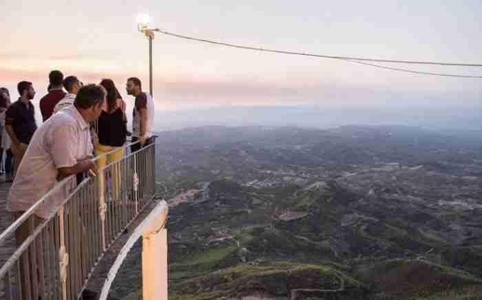 Το «μπαλκόνι του Θεού» στην Ηλεία: Η εντυπωσιακή Παναγιά της Σμέρνας ριζωμένη μέσα στα βράχια