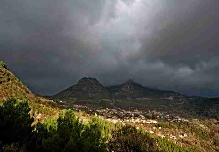 6 μυστικά χωριά της Ελλάδας για τολμηρούς. Τοπία που κάνουν τις Άλπεις να ωχριούν