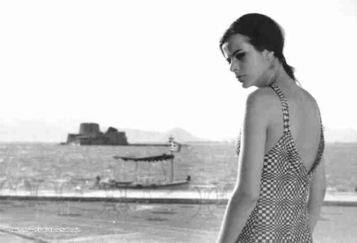 Όταν η 19χρονη Έλενα Ναθαναήλ φωτογραφίζονταν στο Αρχαιολογικό Μουσείο για το περιοδικό «Paris Match»