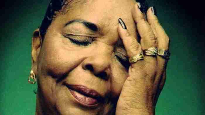 Cesaria Evora: Η ξυπόλητη ντίβα και το εκπληκτικό τραγούδι της, Sodade...