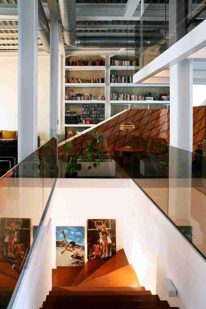 Πως μια νεαρή αρχιτέκτονας μεταμόρφωσε ένα εγκαταλελειμμένο νεοκλασικό στου Ψυρρή σε ονειρεμένο loft