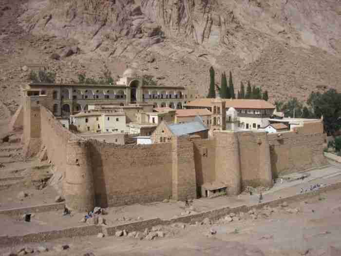 Το μοναστήρι της Αγίας Αικατερίνης στο Σινά με τη σπουδαία βιβλιοθήκη