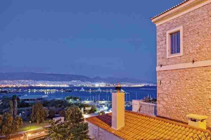 """Το """"Μπαλκόνι του Πειραιά"""": Η γειτονιά με τα αμέτρητα σκαλάκια και τα αρχοντικά που θεωρείται η ομορφότερη της πόλης"""
