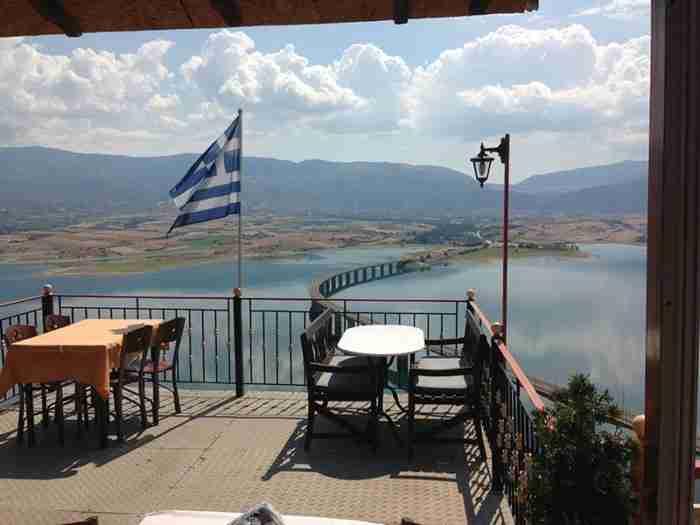 Το νεώτερο χωριό της Ελλάδας δημιουργήθηκε πριν από 43 χρόνια και έχει θέα ανεπανάληπτη