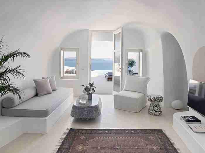 Το εντυπωσιακό σπίτι στη Σαντορίνη που ήταν κάποτε σπηλιά