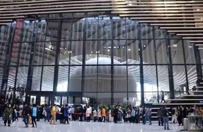 """Η πιο όμορφη """"εξωγήινη"""" βιβλιοθήκη μόλις άνοιξε στην Κίνα"""