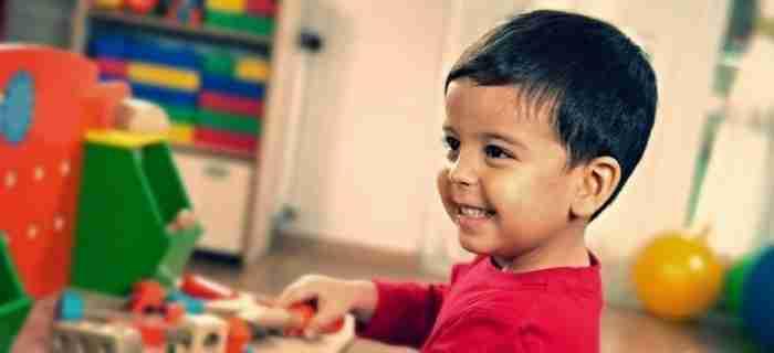 Ο Έλληνας επιστήμονας που δίνει ελπίδα στα παιδιά με αυτισμό και ένα βίντεο που θα σας ζεστάνει την καρδιά