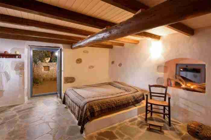 Πως το πετρόχτιστο του Νίκου Καζαντζάκη στη Μάνη μεταμορφώθηκε σε ένα κουκλίστικο σπίτι