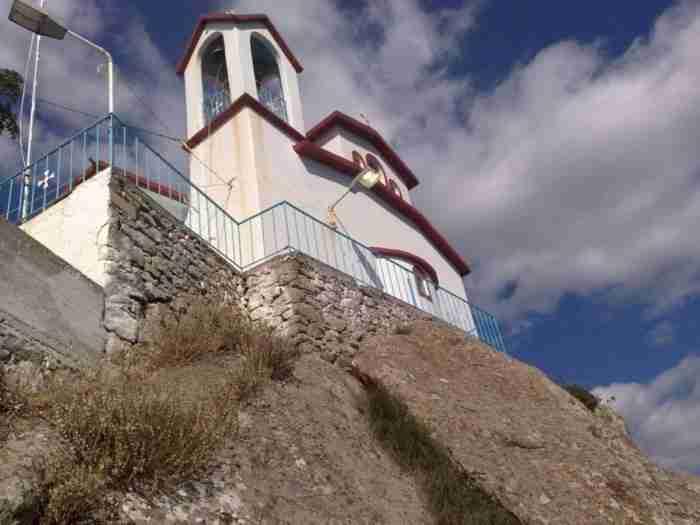 Ο μοναδικός ναός στην Ελλάδα πάνω σε ηφαίστειο βρίσκεται στην Εύβοια