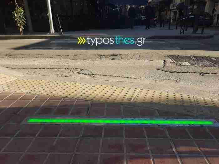 Στην Θεσσαλονίκη πλέον υπάρχουν φανάρια για πεζούς στα.. πεζοδρόμια