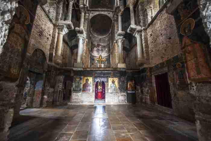 Παναγία Παρηγορήτισσα: Η εκκλησία στην Άρτα με τον τρούλο που.. αιωρείται