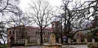Μονή Αγίας Λαύρας: Το ξακουστό μοναστήρι όπου υψώθηκε το Λάβαρο της Επαναστάσεως
